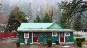 There's No Bad Time For A Stay At The Year-Round Cabin Resort Along Idaho's Little Salmon River