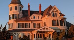 The History Behind This Hotel In Rhode Island Is Both Eerie And Fascinating