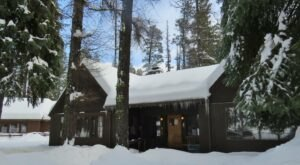 Snuggle Into A Cozy Cabin On The Metollius River In Oregon For Half Price This Winter