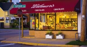 Create The Custom Candy Bar Of Your Dreams At Wilmar Chocolates In Wisconsin