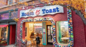 Roast & Toast In Michigan Is An Eclectic Cafe That Will Welcome You All Year Round