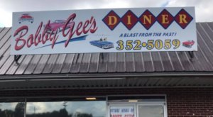 Take A Step Back In Time With A Meal At The Retro Bobby Gee's Diner In Tennessee