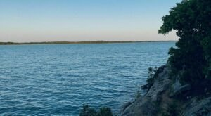 For A Gorgeous Lakeside Hike, Head To Buckhorn Hiking Trail In Oklahoma