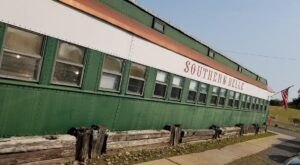 Dine In A 1940s Rail Car And Enjoy The Best Boneless Fried Chicken At Southern Belle Restaurant In Oklahoma