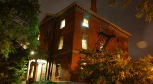 The Providence Ghost Tour In Rhode Island Is The Creepiest Thing You'll Ever Do