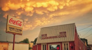 Make A Mess With Chili Cheeseburgers At Burger Station In Kansas