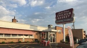 An Amazing Stop On Illinois' Historic Route 66, Dell Rhea's Chicken Basket Has Been A Local Hit Since The 1940s