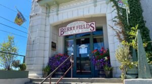 Berry Fields Cafe Is A Roadside Hidden Gem That Serves Some Of Washington's Best Breakfast
