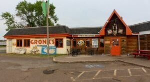 Home Of The 3-Pound Enger Tower Burger, Gronk's Grill And Bar In Wisconsin Shouldn't Be Passed Up