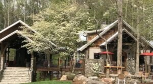 The Dancing Bear Lodge Is An Award-Winning Hotel And Restaurant Hidden In Tennessee's Great Smoky Mountains