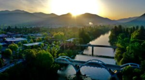 Grants Pass Is A Gorgeous Oregon Town With A Wild River Running Right Through It