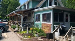 Locals Are Obsessed With Coyote Roadhouse, A Small-Town Wisconsin Restaurant With A Cult Following