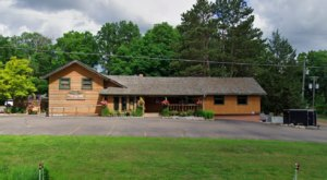 Locals Are Obsessed With Old Log Cabin, A Small-Town Minnesota Restaurant With A Cult Following