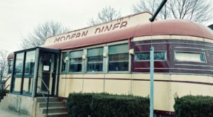 You Need To Visit Modern Diner, An Epic Train Car Restaurant Right Here In Rhode Island