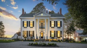 A Stunning Country Estate In Kentucky, The Old Oaks Farm Is A Charming Getaway Spot
