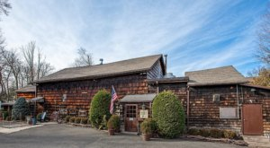 There's A Restaurant In This 242-Year-Old Barn In New Jersey And You'll Want To Visit