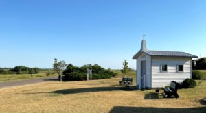 The Center Of The Contiguous United States Has A Tiny Chapel That Never Closes And It's In Kansas