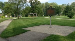 These 6 Hiking Trails Around Detroit Lead To Some Incredible Pieces Of History