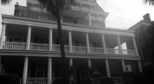 The Terrifying Tale Of South Carolina's 20 South Battery Inn Will Give You Nightmares