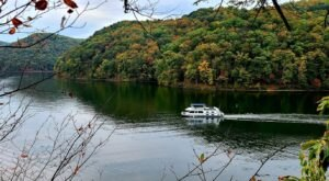 This Summer, Take A West Virginia Vacation On A Floating Villa On Sutton Lake