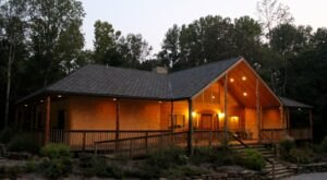 Book Your Stay At This Eco-Friendly Lodge Near A State Park In Illinois