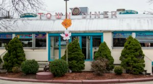 Visit Deluxe Town Diner, The Small Town Diner In Massachusetts That's Been Around Since The 1940s