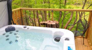 Soak In A Hot Tub Surrounded By Natural Beauty At These 5 Cabins In Mississippi