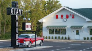 The Very First Drive-Thru Restaurant In Missouri Still Has Cars Lining Up Around The Corner