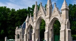 You Won't Want To Visit The Notorious Crown Hill Cemetery In Indiana Alone Or After Dark