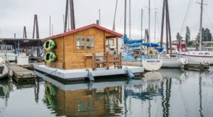 Spend The Night Floating On The Beautiful Columbia River At This Oregon AirBNB Houseboat