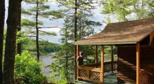 Stay In These Cozy Little Riverside Cabins In Maine For Less Than $60 Per Night