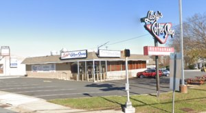 Lucky's Coffee Shop Just Might Be The Coolest Retro Diner In Delaware