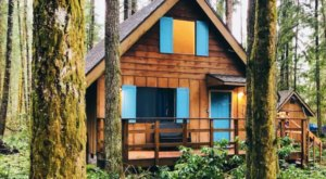 Soak In A Hot Tub Surrounded By Natural Beauty At These 5 Cabins In Washington