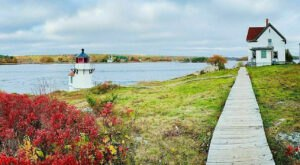 This Simple 1.4-Mile Hike In Maine Leads Directly To A Beautifully Quaint Light House