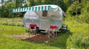 There's Nothing More Adorable Than An Overnight Woodsy Stay In This New Hampshire Vintage Camper
