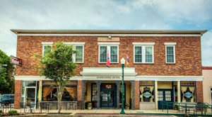 The Commodore Hotel & Music Cafe Is The Perfect Small Town Getaway In Tennessee