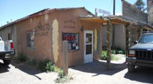 El Farolito Is A Little-Known New Mexico Restaurant That's In The Middle Of Nowhere, But Worth The Drive