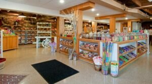 The Absolutely Whimsical Candy Store In New Hampshire, Lee's Candy Kitchen Will Make You Feel Like A Kid Again