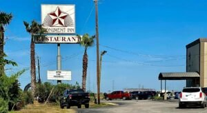 Drink In The Views And Eat Delicious Seafood At Monument Inn In Texas