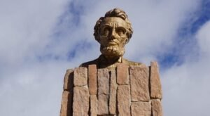 The Giant Head of Abraham Lincoln In Wyoming Just Might Be The Strangest Tourist Trap Yet