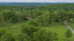 Enjoy The 185-Acre Seclusion Of Arkansas' Sky Hawk Ridge Airbnb