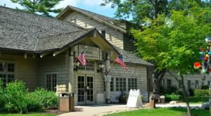 Head To The Wilderness Of Illinois To Visit Starved Rock Lodge Dining Room, A Charming, Old Fashioned Restaurant