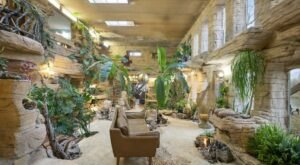 This Tropical-Themed Mansion Has Got To Be The Most Extravagant Home In Wisconsin – And It Could Be Yours For Just Over $1 Million
