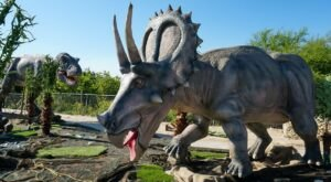 An Interactive Drive-Thru Exhibit With Life-Size Dinosaurs Is Coming To Missouri Soon