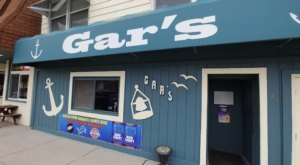 Treat Yourself To A Giant Burger, A Fishbowl Of Beer, And Free Popcorn At Gar's Lounge In Michigan
