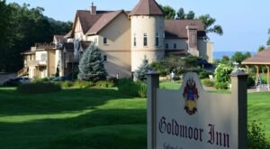 Experience Luxury And River Views At The Historic Goldmoor Inn In Illinois