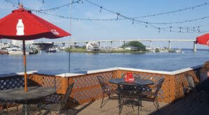Enjoy Delicious Seafood With A Waterfront View At The Mariner Restaurant In Alabama
