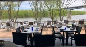 This Award-Winning Connecticut Restaurant Has A Waterfront View At Every Table That You Won't Want To Miss