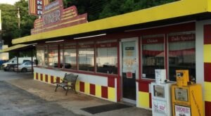 People Drive From All Over Arkansas To Try The Fried Pies At The Neighborhood Diner