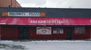 The Legendary Broadway Pizza In Tennessee Has Been Serving Old-Fashioned Pizza Since 1977